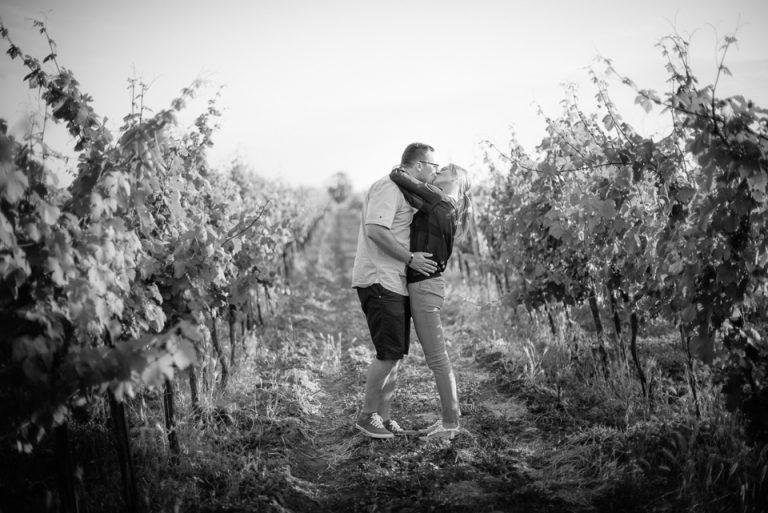svadba svadobny fotograf fotky vo vinici BW ciernobiele čiernobiele vieden podensdorf