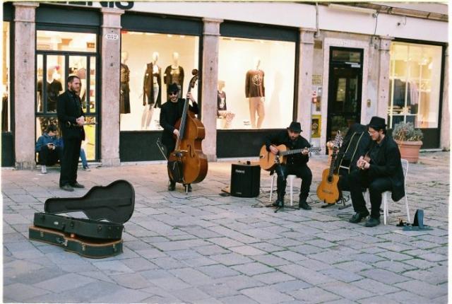Venice street band - Agfa Vista400
