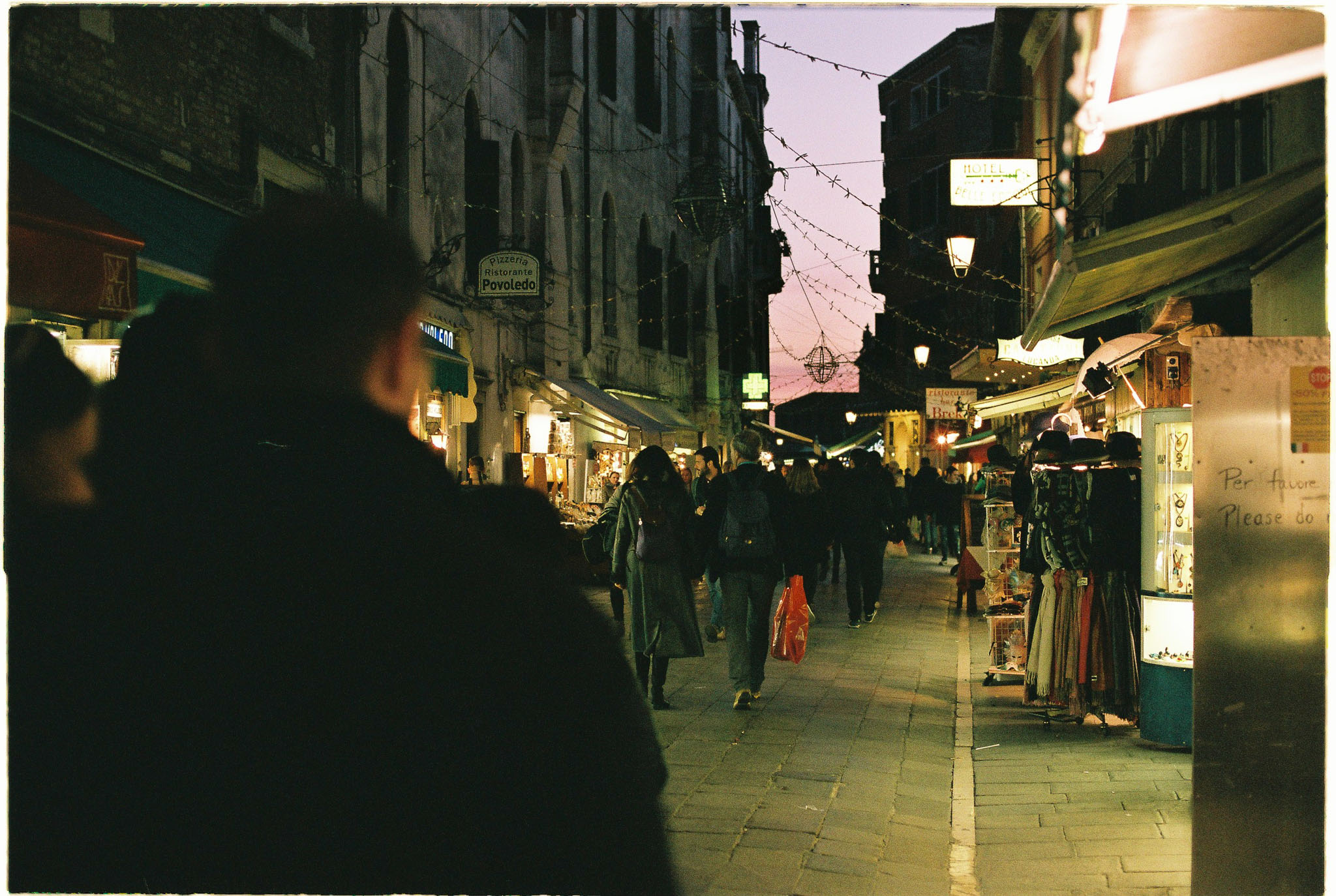 night streets of venice nikon FE2 agfa vista 400