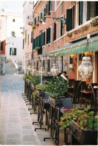 Venice streets - Kodak Portra 160 Nikon FE2